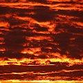 Dzień dobry wszystkim! Dzisiaj słoneczko przywitało mnie lawą w chmurach! Ciekawe jak to dzisiaj będzie na fotosiku? :| #WschódSłońca #chmury #płomień #lawa