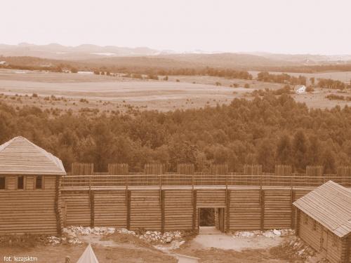 Gród Birów - Jura krakowsko-częstochowska #sepia #Birów #gród #widok #krajobraz #jura #krakowsko #częstochowska #lezajsktm