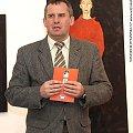 Jerzy Brzozowski podczas wernisażu wystawy Wiesława Szumińskiego - Obłąkani #Wernisaż #wystawa #SzumińskiWiesław #Obłąkani #CentrumSztukiWspółczesnej #Suwałki #malarstwo