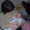 Poznań 2009-03-24 Koniec trzeciego miesiąca - rozpieszczana przez babcię #Ludzie #Rodzina #Dzieci #Wnuczka