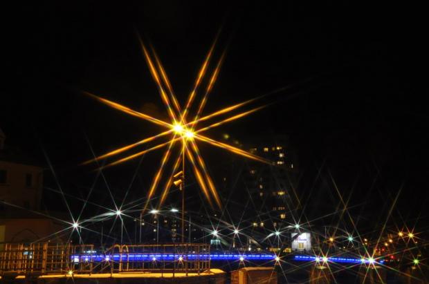 Gwieździsta noc (zabawa z filtrem x8 gwiazdkowym)