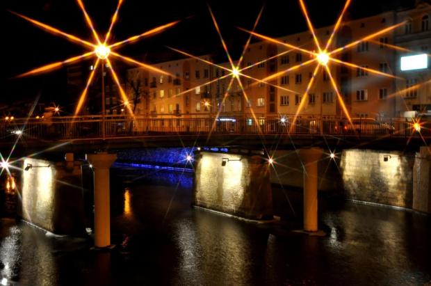 Opole nocą (zabawa z filtrem x8 gwiazdkowym)