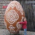 Dominiczka i wielka pisanka ... :)) #Bierkowice #jajo #pisanka #kroszonka #muzeum #rodzina #wiosna