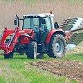 Cerekwica, traktor w czasie orki. #rolnictwo