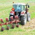 Cerekwica, traktor i pługi. #rolnictwo