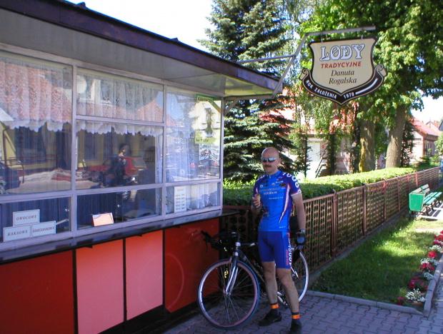 Banie Mazurskie-lody w duchu lat 80-tych. Z termosu i tylko w 3 smakach :-). Smaczne!