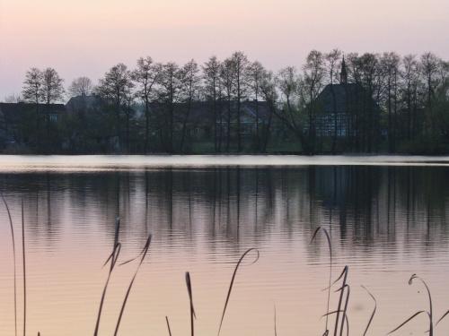 z rodzinnych stron #wieczór #zmierzch #jezioro #Lubięcin #kościół