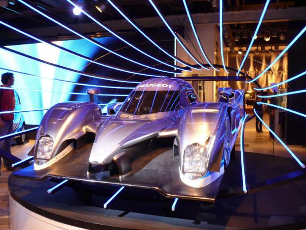 W salonie Peugota - samochód przyszłośći #Paryż
