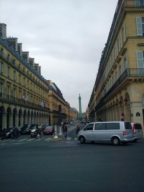 Kolumna Napoleona na Placu Vendome ( od tyłu ) #Paryż