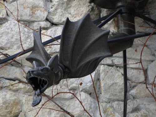Rynny smoki na zamku w Korzkwi