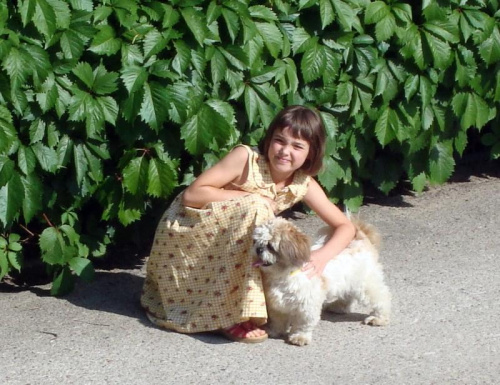 CIECHANÓW-Julka moja wnuczka na spacerze z Rambo.