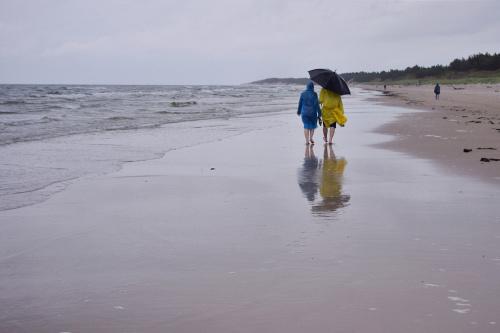 Morze widziane rok temu; wkrótce zobaczę je znowu, a wymarzony wyjazd w góry... może w sierpniu, może nie będzie padać. Na razie jadę wdychać jod niezależnie od pogody :) Pozdrawiam serdecznie :) #morze #Bałtyk
