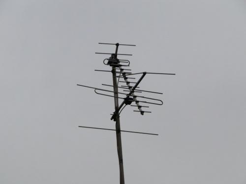 Moja antena przed demontarzem i założeniem nowej. Przy okazji chciałem napisać, że w ogóle mi się nie podoba nowy fotosik od czasu jego nowego designu nie chce mi się tu w ogóle wchodzić :(((