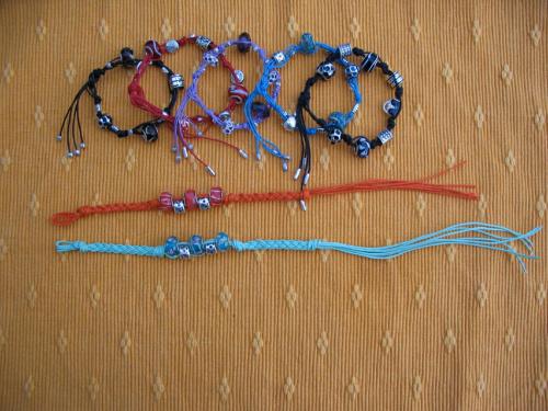 bransoletki na sznurkach i rzemykach