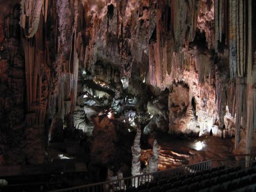 Jaskinia Cueva de Nerja jest to naprawdę wielka pieczara #Andaluzja