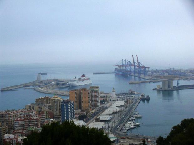 Malaga - widok na port w drodze Zamek Gibralfaro #Andaluzja