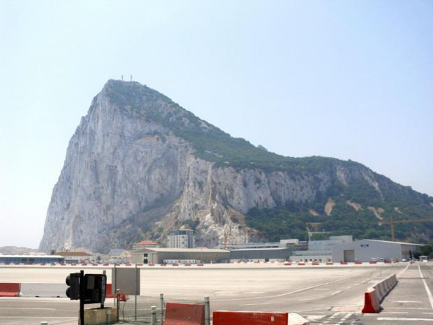 Skała Gibraltarska o długości 4,8 kilometra, szerokości do 1 200 metrów i wysokości 426 metrów n.p.m., #Andaluzja