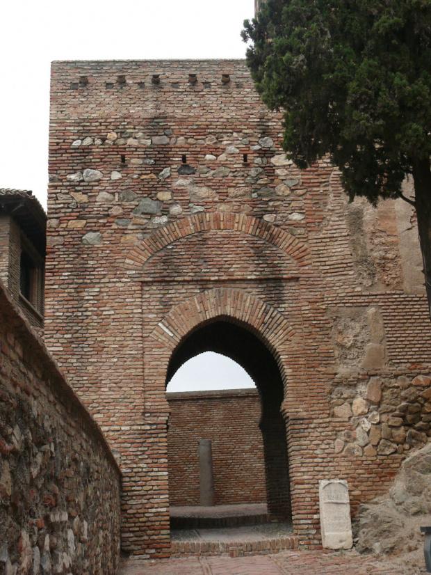 Jedna z bram prowadzących do Alcazaby #Andaluzja