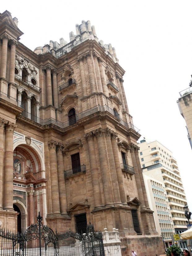 Malaga - Katedra- oryginalne plany zawierały 2 wieże, brak funduszy pozwolił na ukończenie tylko jednej, dając katedrze czułą nazwę La Manquita, co w luźnej interpretacji znaczy jednoręka kobieta. #Andaluzja
