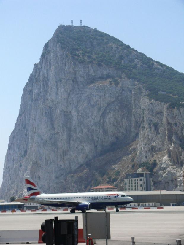 Skała Gibraltarska jest sama w sobie największą atrakcją dla turystów. Jej jedyne w swoim rodzaju położenie geograficzne na styku Europy i Afryki, kształt i powikłana historia zdecydowanie zapadają głęboko w pamięci #Andaluzja