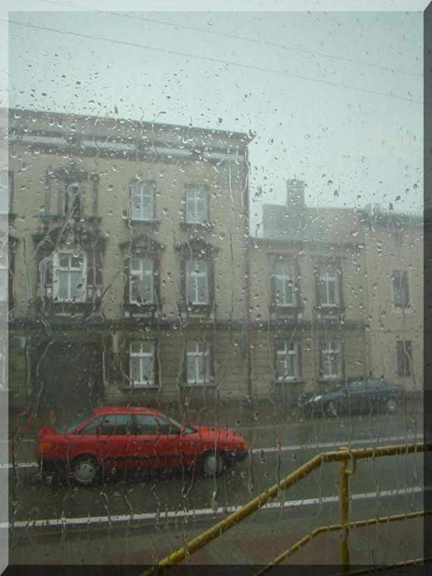 Sierpniowa ulewa. Widok na ul. Krakowską w Strzelcach Opolskich ... #ulewa