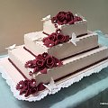 15 kg torcik z bordowymi różami i motylkami #weselne #wesele #tort #uroczystośc #róze #kwiaty