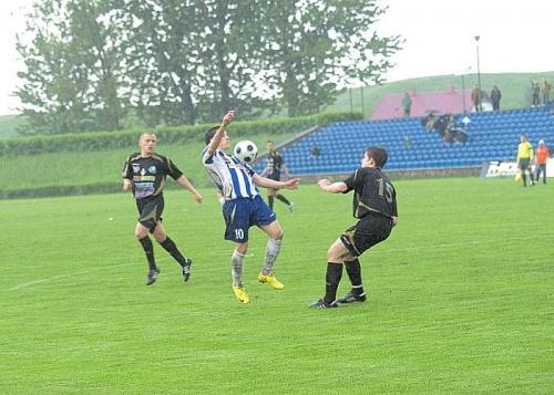 Makuszewski przeprowadza rajd, po którym... #WigrySuwałki #StalRzeszów #mecz #IILiga #Suwałki #PiłkaNożna