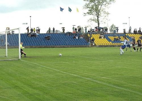 Mikulenas strzela z karnego na 2:0 #WigrySuwałki #StalRzeszów #mecz #IILiga #Suwałki #PiłkaNożna