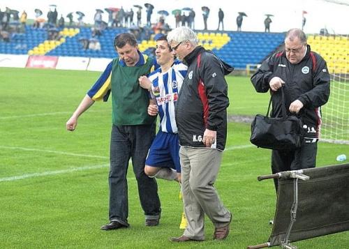 Makuszewski opuszcza boisko #WigrySuwałki #StalRzeszów #mecz #IILiga #Suwałki #PiłkaNożna