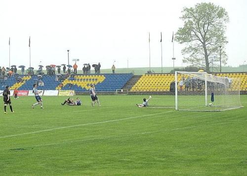Wigry tracą bramkę (na 4:2 strzela Gryboś) #WigrySuwałki #StalRzeszów #mecz #IILiga #Suwałki #PiłkaNożna