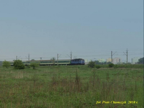 EU07-144 wraz z TLK Szczecin Główny - Przemyśl żegna się z Piłą. Od 1 czerwca pozostanie na trasie Bydgoszcz - Lublin. To kolejny pociąg dalekobieżny skasowany w naszym regionie. #kolej #wiosna #Piła #PKP #EU07 #TLK