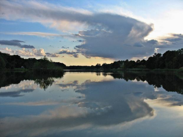 dzień obfity w chmury- zwłaszcza burzowo- gradowe #niebo #chmury #zalew