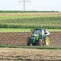 Żniwa, żniwa i po żniwach #żniwa #JohnDeere #traktor #kombajn #ciągnik #przyczepa #zboże #snopki