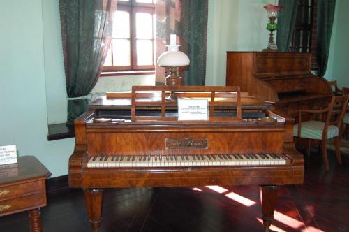 Zamek Książąt Pomorskich w Darłowie...:) Piękny fortepian...:)