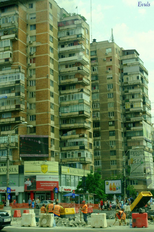 Blokowiska i remonty w Bukareszcie #Bukareszt #blokowisko #remont #Rumunia #miasto #stolica
