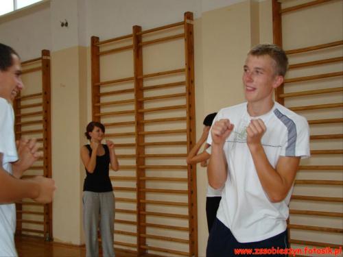 Pod okiem chorążego Tomasza Firuta młodzież klasy wojskowej rozpoczęła ćwiczenia z samoobrony #Sobieszyn #Brzozowa #KlasaWojskowa #Samoobrona
