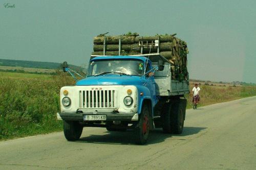 Coś dla miłośników motoryzacji :) #ciężarówki #samochody #ził #Bułgaria