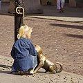 jak tu nie pogłaskać :) #Toruń #piesek #dziecko #dziewczynka #Filuś