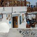 Thira stolica Santorini #Kreta #wyspa #Santorini #wyprawa #natura #mozre #ocean #zatoka #port #domy #biale #kolory #romantycznie