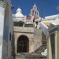 niezliczona ilość schodków i schodów w miastach Santorini #Kreta #wyspa #Santorini #wyprawa #natura #mozre #ocean #zatoka #port #domy #biale #kolory #romantycznie
