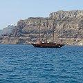 zatoka wyspy Santorini #Kreta #wyspa #Santorini #wyprawa #natura #mozre #ocean #zatoka #port #domy #biale #kolory #romantycznie