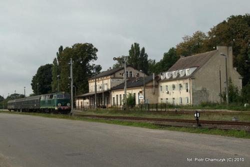 SU45-147 w Trzciance - 19.09.2010 #kolej #SU45 #Piła #Ujście #pociąg