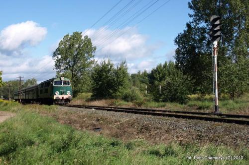 Wyjazd z Piły w kierunku Ujścia po raz drugi - SU45-147 w dniu 19.09.2010 #kolej #SU45 #Piła #Ujście #pociąg