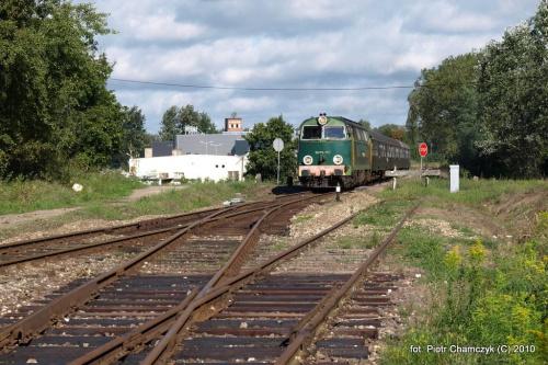 Wyjazd z Piły w kierunku Ujścia - SU45-147 w dniu 19.09.2010 #kolej #SU45 #Piła #Ujście #pociąg