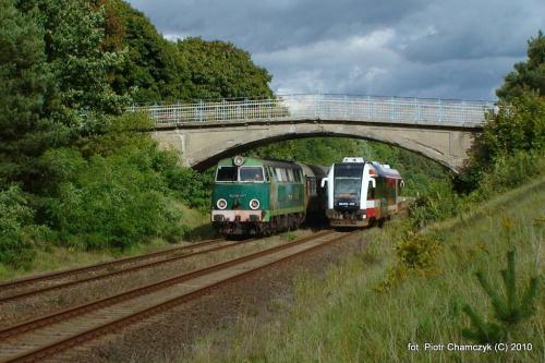 SU45-147 na trasie pociągu specjalnego. Fotostop pod wiaduktem w Herburtowie (szlak Wieleń Północny - Krzyż) - 19.09.2010 #kolej #SU45 #Piła #Ujście #pociąg