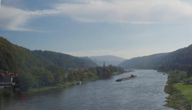 prawie sprzed miesiąca, zza szyby autokaru- Łaba- w drodze do Königstein (tuż, tuż..) #jesień