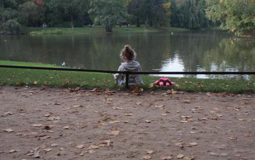odpoczynek w drodze... #dziecko #woda #lalka