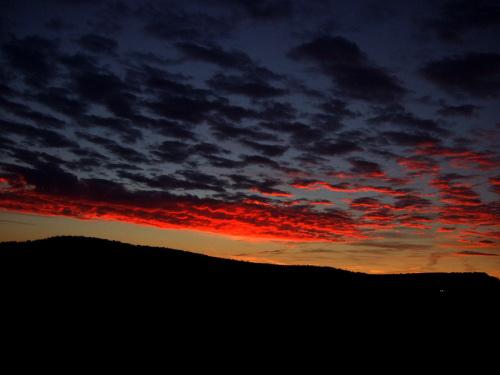 świtem ciemnym.. #ranek #swit #niebo #obłoki