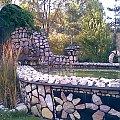 """Fontanna kamienna-otoczenie restauracji """"Hubertus"""" koło Knurowa #budowle"""
