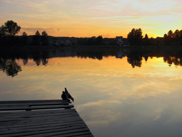 #jezioro #Lubięcin #ZachódSłońca #niebo #kładka #gołębie
